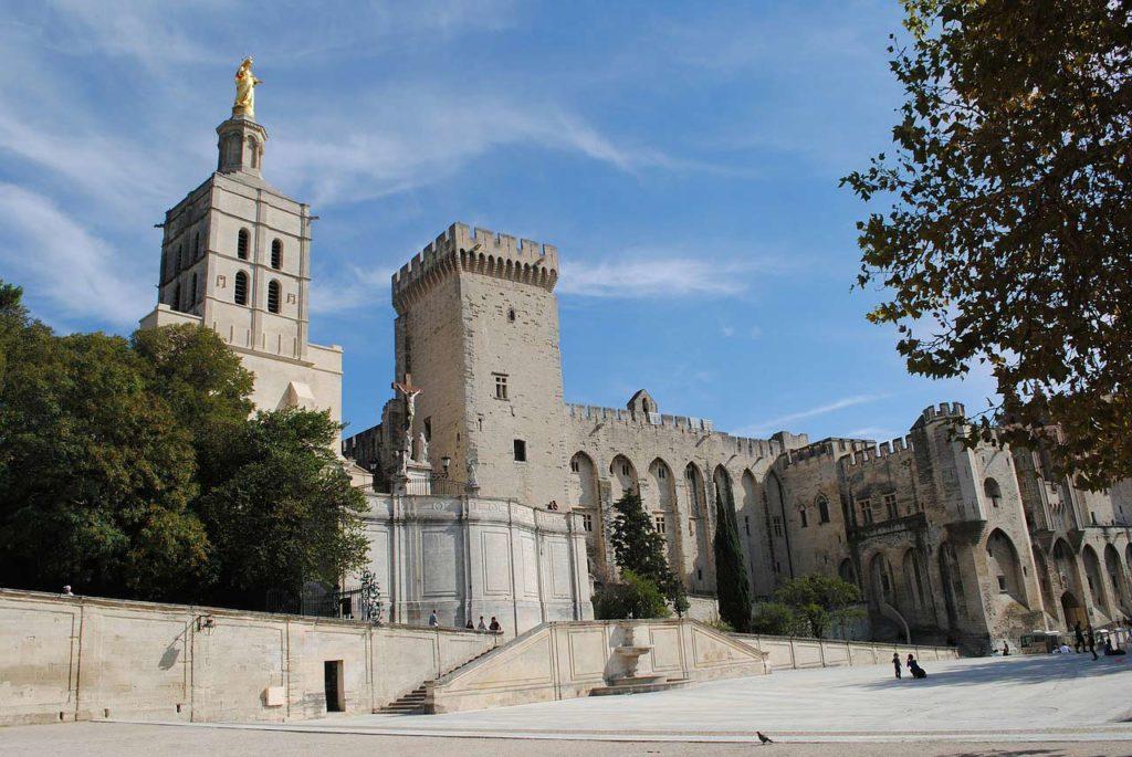 palais des papes avignon - Visitez la belle ville de Nimes